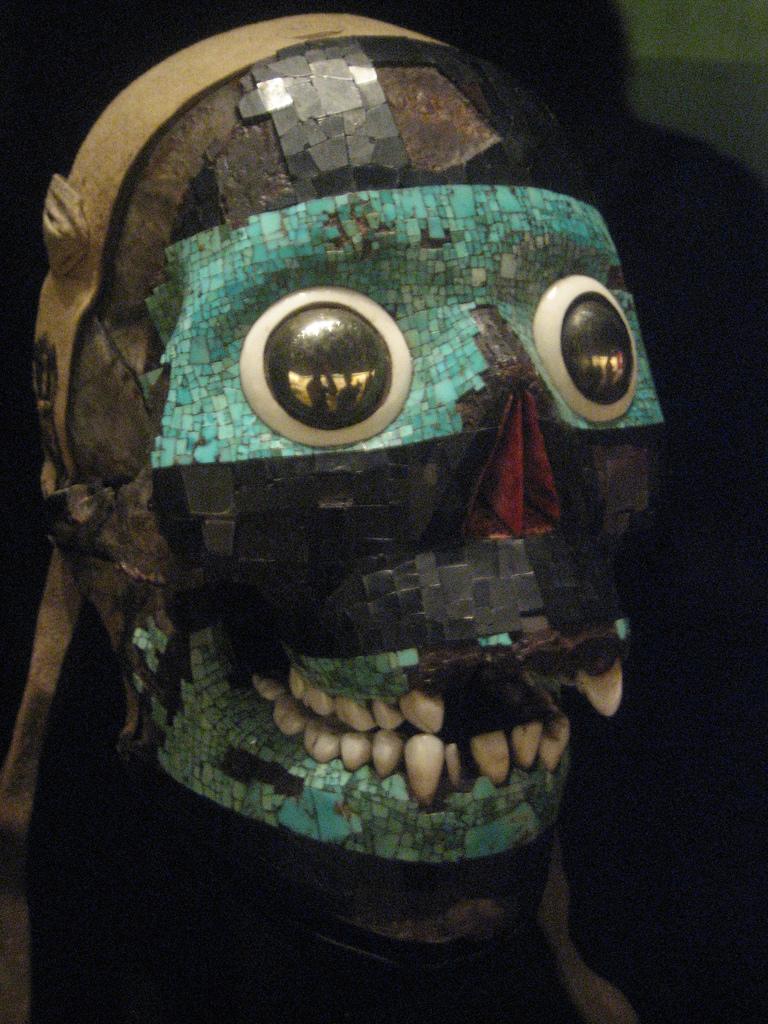 Tezcatlipoca mask and skull found
