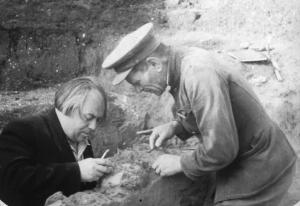 The 1954 photo provided by the Centre for GeoGenetics of the Natural History Museum of Denmark shows M .M. Gerasimov (on the right) with A.N. Rogachev (head of expedition on the left) excavating the fossil of Kostenki XIV in Kostenki-Borshchevo in what is now western Russia.  (AP Photo/Peter the Great Museum of Anthropology and Ethnography) MANDATORY CREDIT